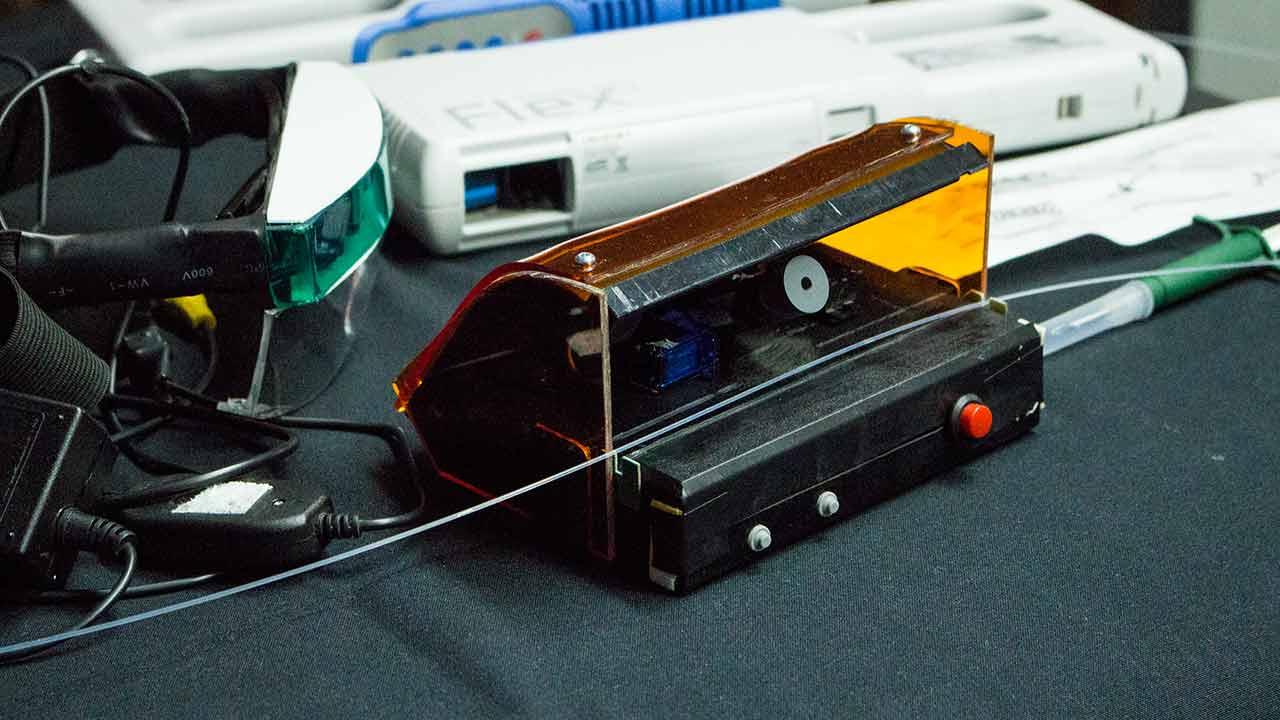 Presentación Extractor de fibra (Prototipo Alpha) – Funcionamiento en cirugia